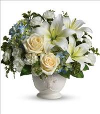 Beautiful Dreams by Teleflora by US Teleflorist .com- Associated with other USA Teleflorists
